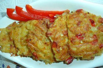Картофельные оладьи с перцем