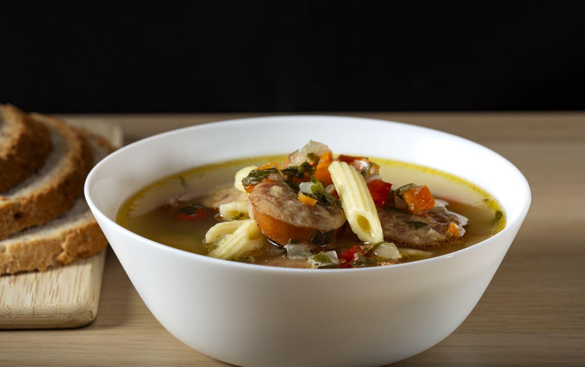 Быстросуп с сосисками, овощами и макаронами