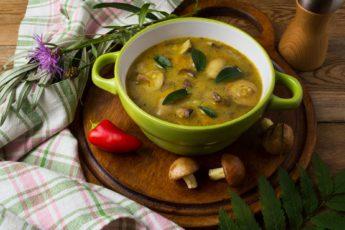 Быстрый суп с грибами и вермишелью